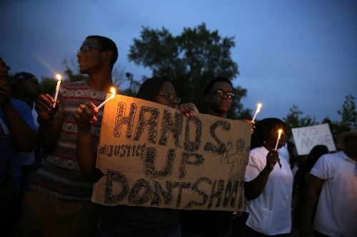 Hundreds demonstrate peacefully in embattled Ferguson, Mo. - Los Angeles Times