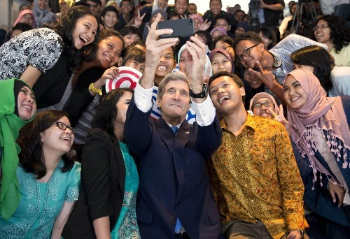 Kerry urges Indonesia to fight climate change