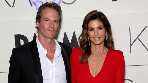 Cindy Crawford and Rande Gerber pick up a vacation spot in La Quinta
