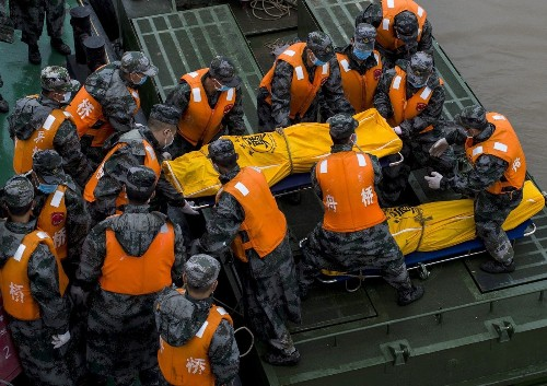 Freak tornado hit ship on Yangtze, China officials say; death toll now 65 - Los Angeles Times