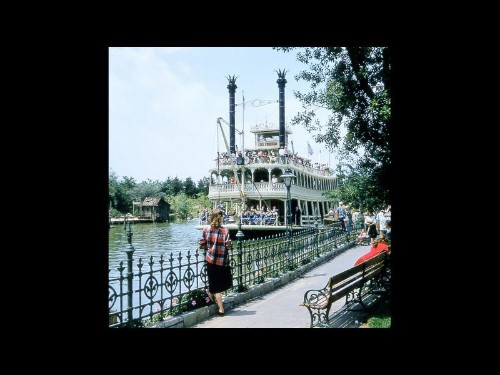 'Hollywood Home Movies: Disneyland' is an E-ticket to the park's past - Los Angeles Times