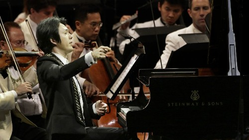 Pianist Yundi leads with quiet force at Disney Hall