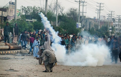 Riots in Pakistan follow suicide attacks on two Christian churches