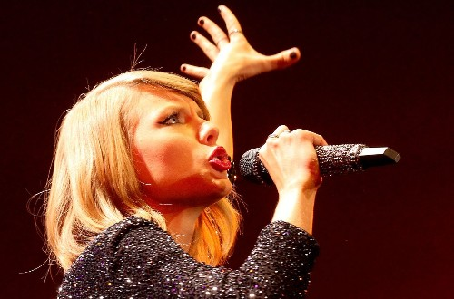 Taylor Swift's Twitter, Instagram hacked; she shuts down 'nudes' threat