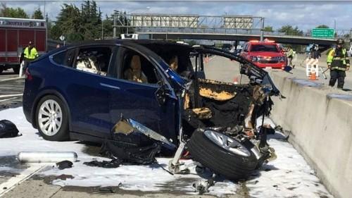 Report: Tesla's new Autopilot function is dumber, more dangerous than a human driver