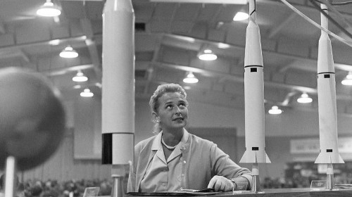 Jerrie Cobb dies at 88; denied a trip to space, she was first female astronaut candidate