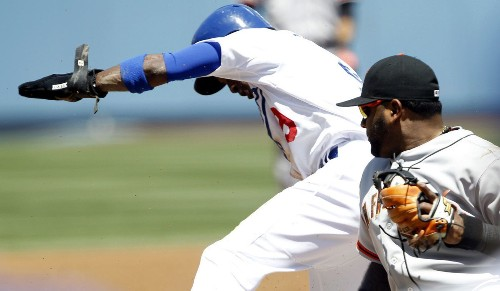 Dee Gordon sparks Dodgers to a 6-2 victory over Giants