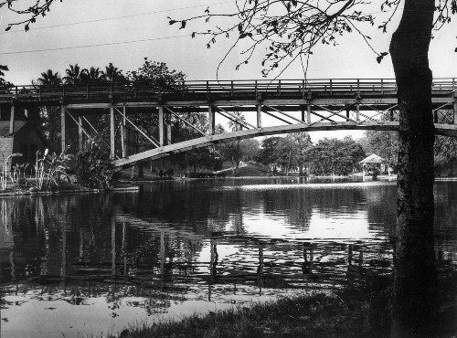 From the Archives: Bridge over Hollenbeck Park lake