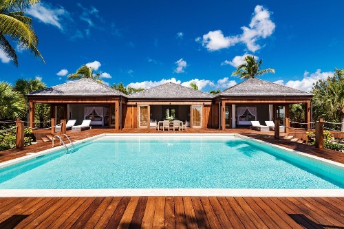 Bruce Willis invites a new owner to the party at his Caribbean retreat