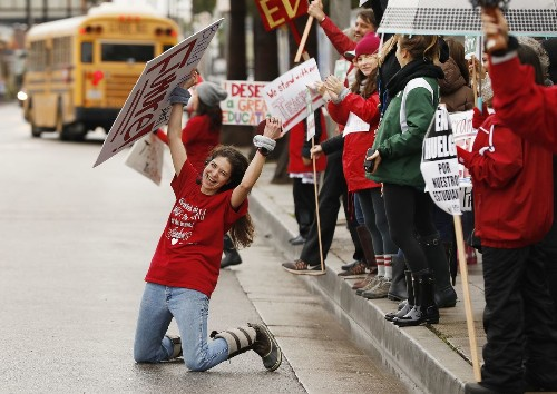 A lesson in passion and compassion from teachers on a Venice picket line - Los Angeles Times