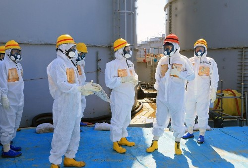 Japan premier urges full decommissioning of Fukushima nuclear site - Los Angeles Times