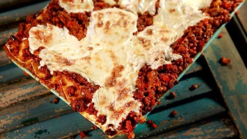 Fix Anthony Bourdain's lasagne Bolognese recipe for your weekend project - Los Angeles Times