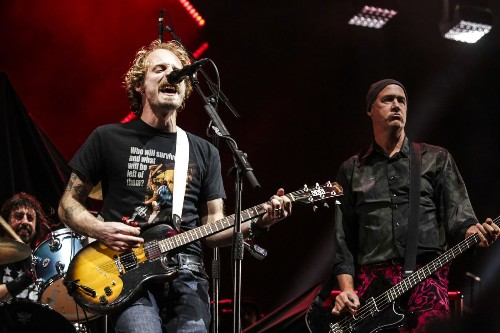 Review: Nirvana reunited at Dave Grohl's Cal Jam. The result was complicated - Los Angeles Times