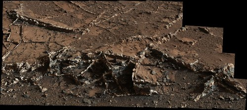 Mars rover Curiosity spots strange, 2-tone veins on planet's surface - Los Angeles Times