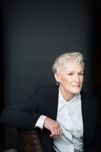 With little to say and only subtle moments, Glenn Close finds her power in 'The Wife'
