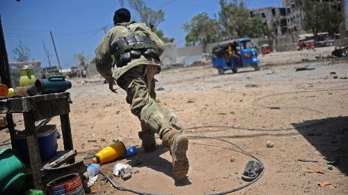 Somali labor official is among 5 killed as extremists attack a government building