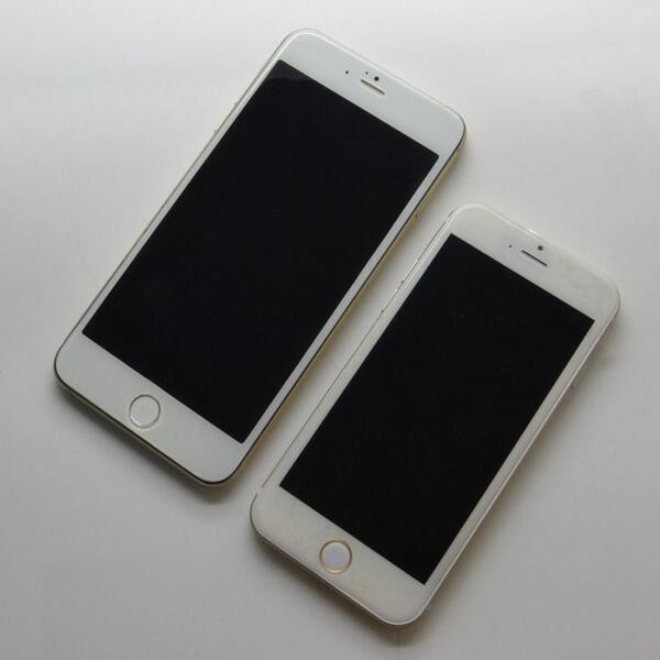 Photos of 4.7-Inch and 5.5-Inch iPhone 6 Models