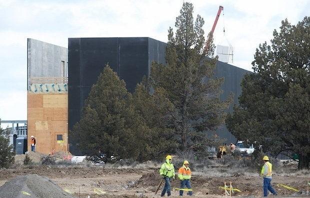 Apple Continues Hiring for Oregon Data Center as Solar Farm Plans Take Shape