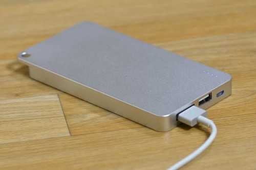 Review: Quarter is an External Battery for the iPhone That Charges With a MagSafe Cable