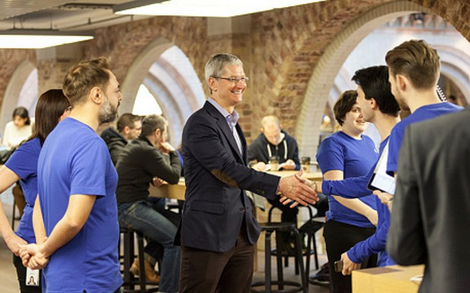 Tim Cook in London to Talk Apple Watch and Visit Covent Garden Retail Store
