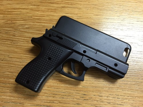 Man Could Face Charges for Carrying iPhone Gun Case in London Airport