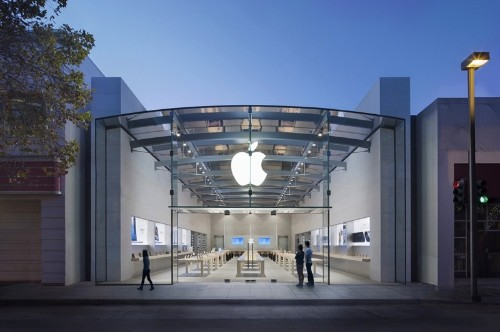 New York Student Sues Apple for False Arrest After Being Mistakenly Identified as Store Thief