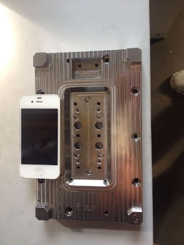 New Photo of Alleged iPhone 6 Manufacturing Mold Hints at 4.7-Inch Display