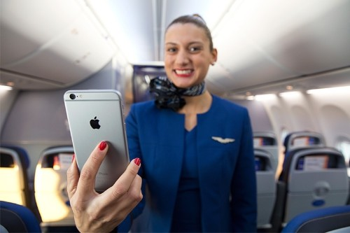 United Airlines to Equip Flight Attendants With iPhone 6 Plus