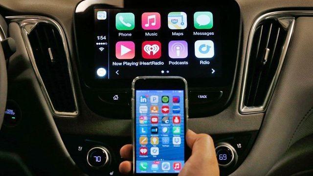 Siri reads every emoji through CarPlay, makes pure poetry