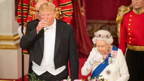 Stephen King live-tweeting Trump's dinner with the Queen was as brutal as you'd expect