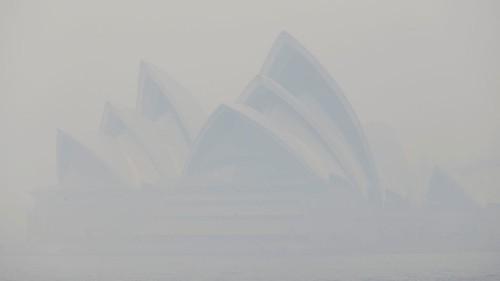 Sydney, engulfed in smoke, has a ghastly air quality problem