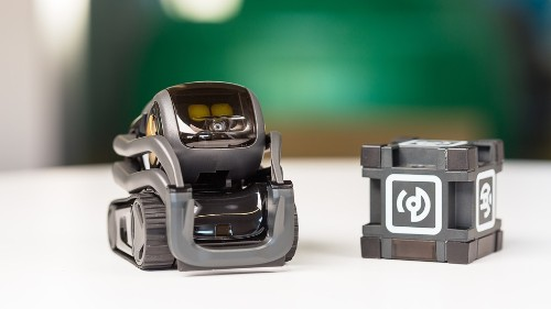 Anki Vector review: A tiny robot with a big personality