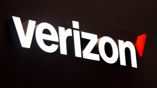 Verizon increases fees in stores, reduces them online