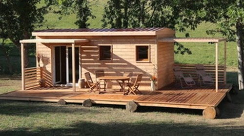 Ditch your nail and hammer. Build your dream house in just 2 days using only wooden bricks.