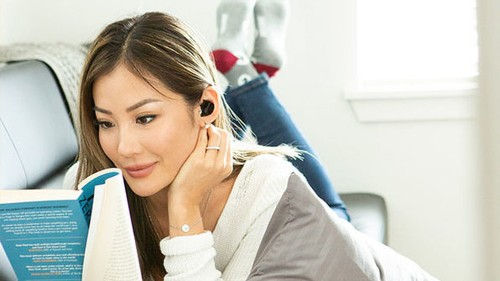 These wireless earbuds can translate languages as you hear them