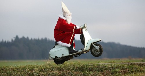 This is how badass Santas get ready for Christmas