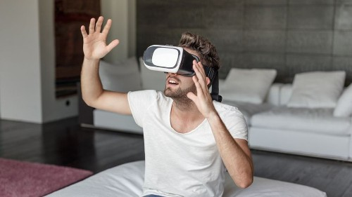 This gadget can make you feel heat, cold, or even pain in virtual reality