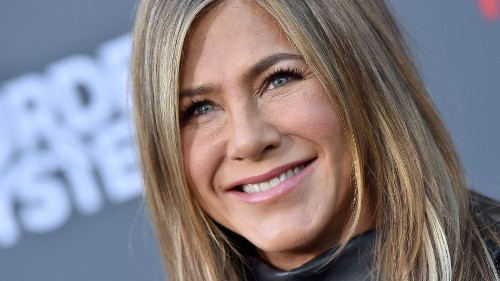 Jennifer Aniston posts adorable throwback, proves she already has Instagram nailed
