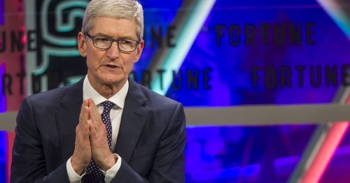 Apple's 'I'm sorry' for throttling old iPhones isn't good enough for Congress
