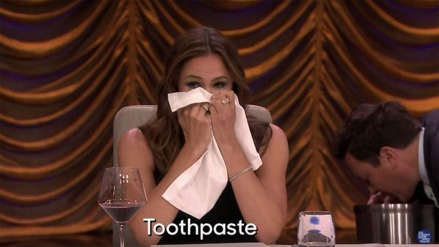 Jennifer Garner and Jimmy Fallon try to guess the unwelcome secret ingredient in their food