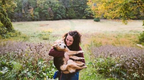 Photographer Says Goodbye to Her Dog in Heartfelt Portrait Series