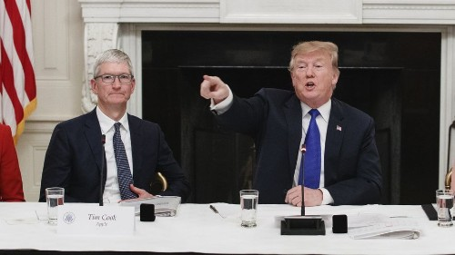 Tim Cook blew a big chance to stand up to Trump