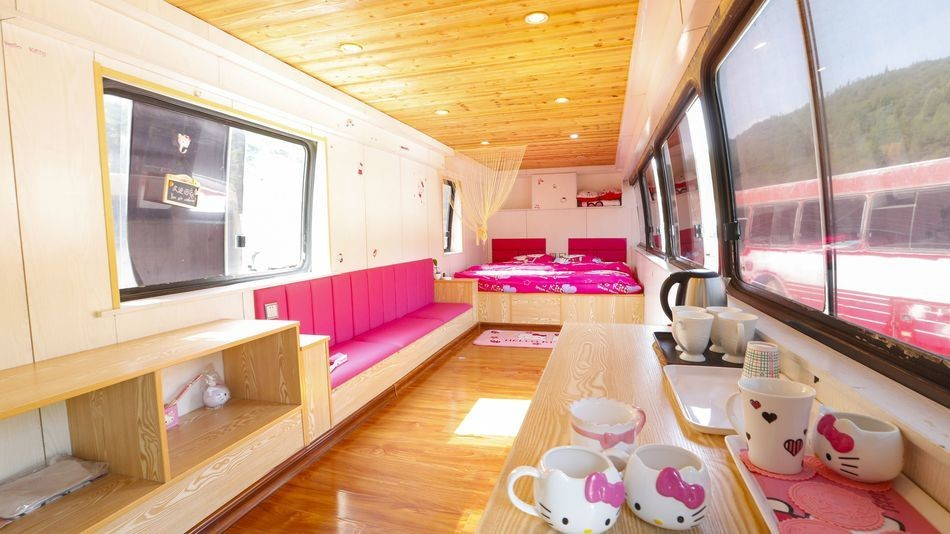 Abandoned buses become boutique hotel rooms at Chinese resort