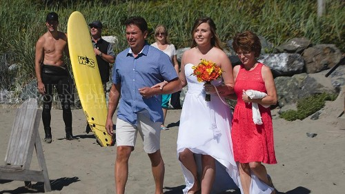 Shirtless Justin Trudeau resurfaces from the wild to photobomb a beach wedding