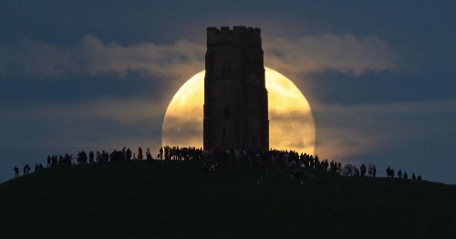 A rare 'strawberry moon' appeared in the sky and it was stunning