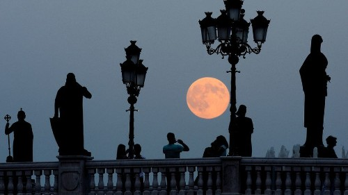 How to take the very best photos during the rare supermoon this weekend