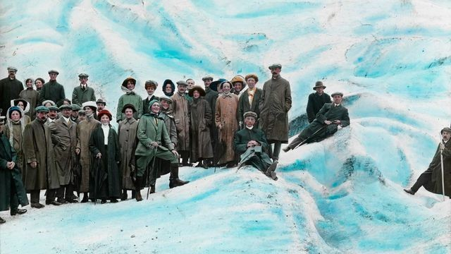 These psychedelic old photos lured tourists to Norway