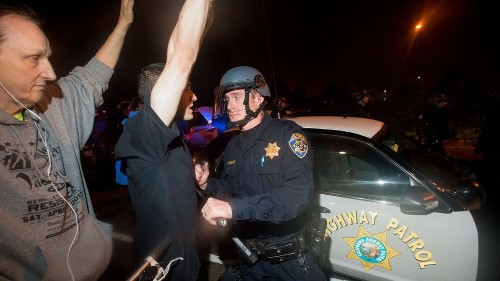 Plainclothes cop pulls gun on police brutality protesters in Oakland