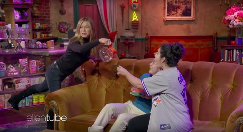 Watch Jennifer Aniston Have The Most Fun While Terrifying Unsuspecting 'Friends' Fans At Central Perk - Entertainment