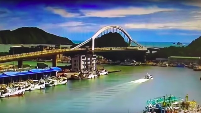 Bridge collapse in Taiwan captured in dramatic video